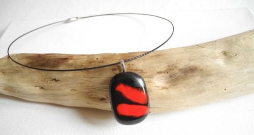 bijoux fusing,collier fusing,pendentif fusing,pâte de verre albertini,rouge et noir